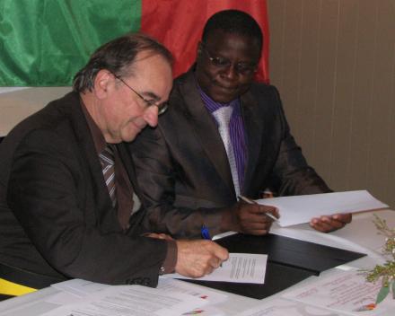 Burgemeesters van Roeselare en Dogbo ondertekenen de samenwerkingsovereenkomst