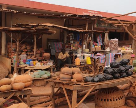 Herinrichting centrale markt in Dogbo